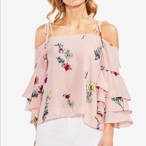 VINCE CAMUTO COLD SHOULDER TIERED SLEEVE TOP